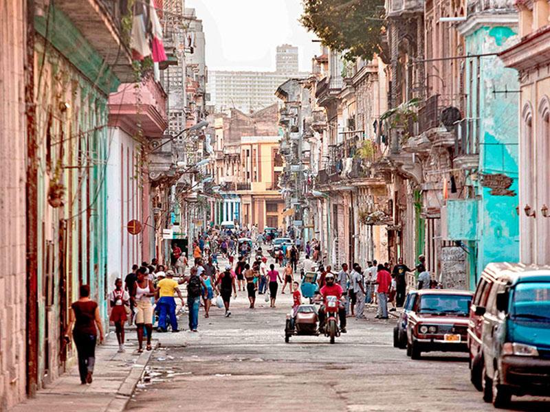 活気あるハバナの街並み