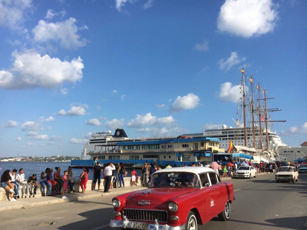 春休み、スペイン帆船見学とマレコン散歩―ハバナビエナール―