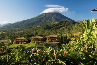 アレナル火山を望むリゾートホテル!