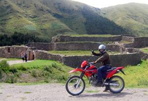 バイクで遺跡巡り