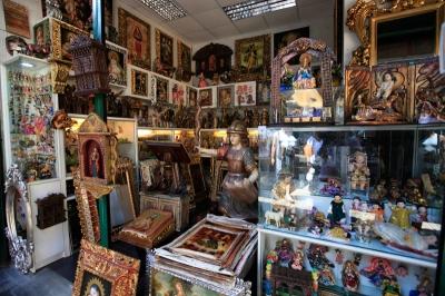宗教画のお土産屋ほど神々しい商売はない。
