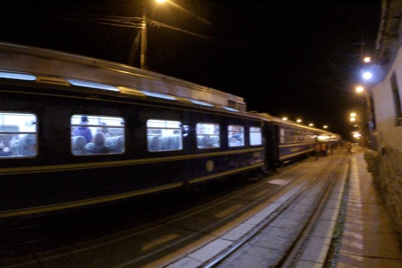 オリャンタイタンボ駅からペルー・レイルに乗って