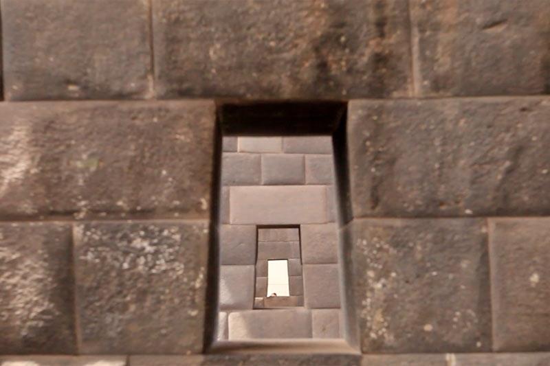 超几帳面な石造りはインカの特徴。