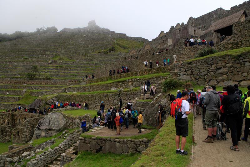 降りる頃には観光客の数もずいぶん増えている。