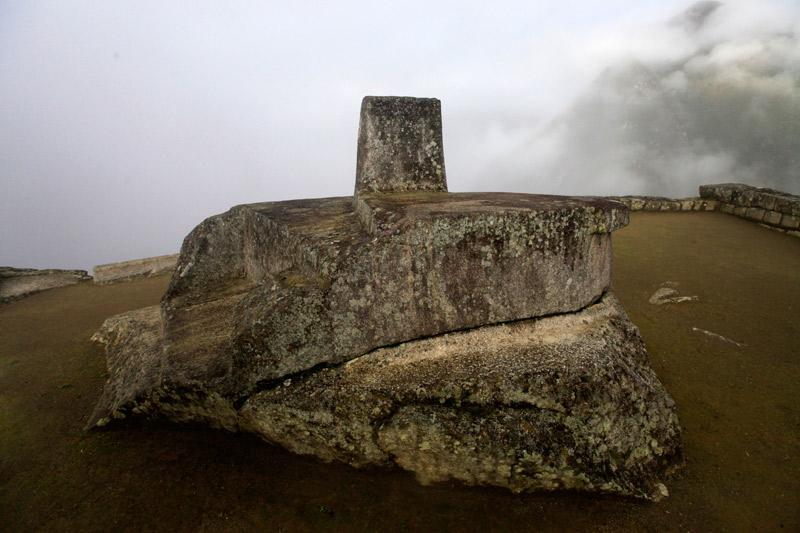 石工の技術水準の高さがうかがえる巨石がゴロゴロしている。