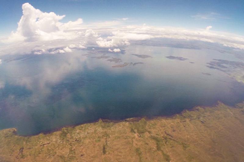 チチカカ湖上空