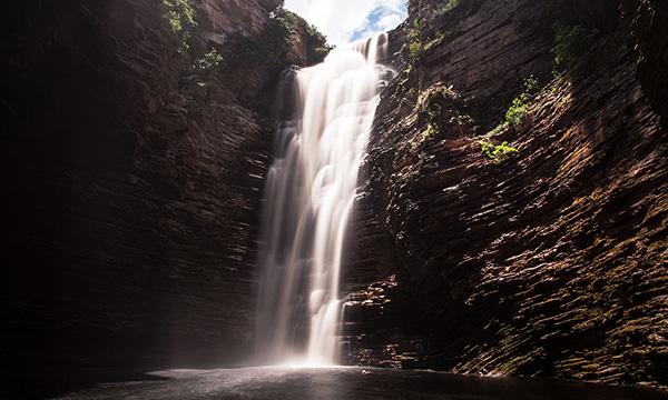 85mの高さから落ちる滝 Cachoeira do Buracão