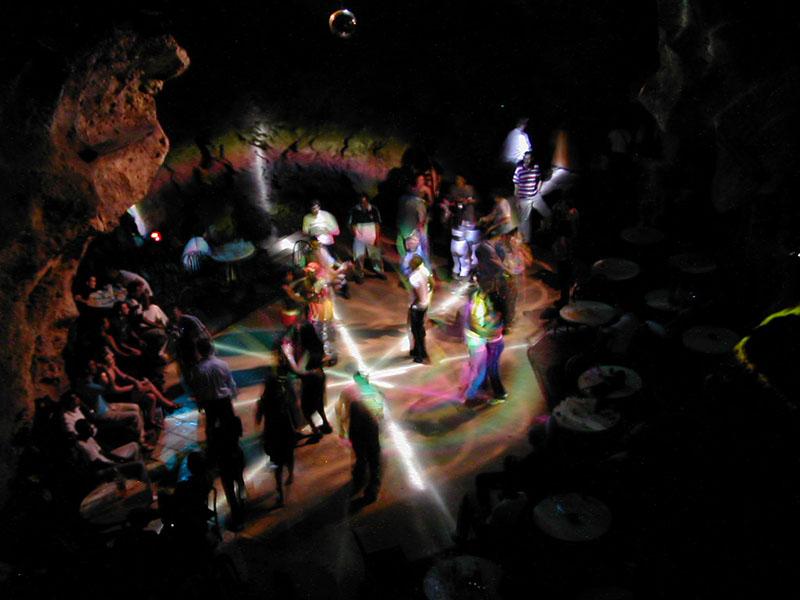 洞窟の中のディスコ・アヤラ
